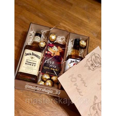 Коробка деревянная квадратная подарочная