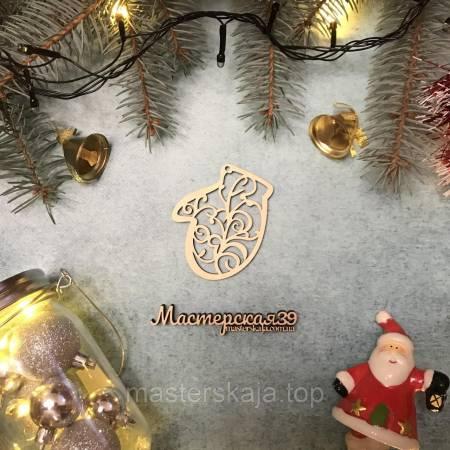 Новогодняя игрушка из дерева варежка ажурная HP-20101